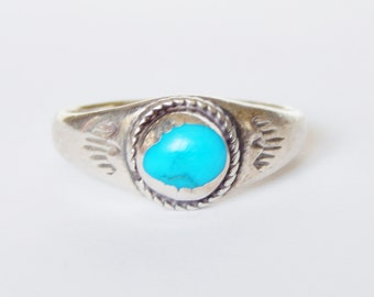 Sterling Silver And Turquoise Ring - Vintage Native American - Size 7 1/2