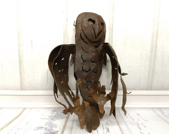 A  Barn owl metal art sculpture for your garden or home decor.