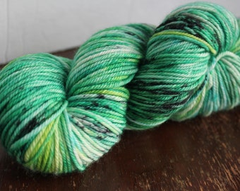 Xmas Green Hand Dyed Yarn MCN Worsted Weight Yarn Green Speckled Yarn Hat Knitting