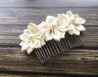 Ivory Bridal Hair Comb - Bridesmaid Hairpiece - Ivory Flower Wedding Hair Comb - Flower Headpiece for Bride - Wedding Hair Piece for Bride -
