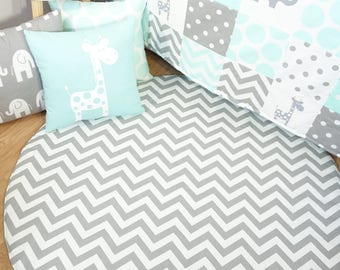 Floor mat, tummy time, play mat - Grey and white chevron