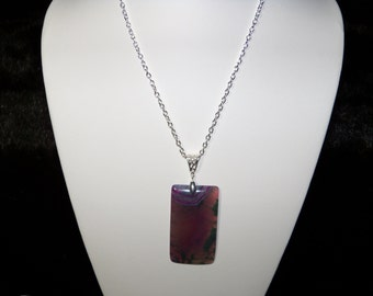 A Beautiful Multi-Colored Dragon Veins Agate Pendant Necklace. (201782)