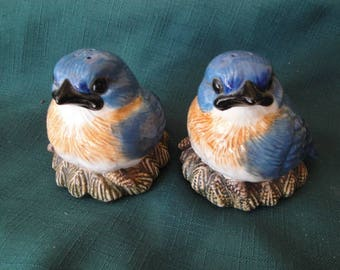Fat Blue Bird By Phillis Driscoll, Big Sky Carvers Collector Salt And Pepper Shakers