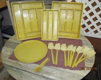 Huge Lot Vintage Rubbermaid Harvest Gold Kitchen Accessories Lazy Susan Turntable Drawer Organizers Spatulas & Measuring Spoons