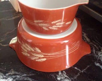 Autumn Harvest Pyrex cookware.....Vintage casserole dishes....good condition.