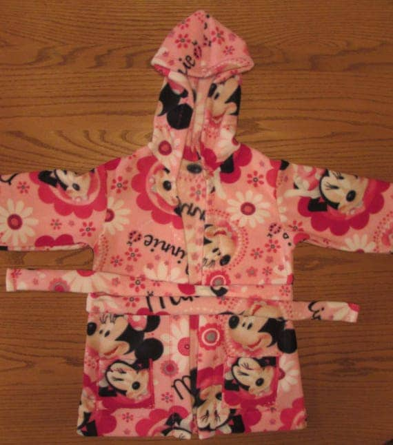 Minnie Mouse robe/Ready to ship and on sale/Minnie Mouse fleece robe/girls robe/fleece robe/long robe/robe with pockets/girls gift/Minnie
