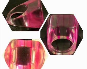 Vintage Pink and Clear Stripes Lucite Ring Geometric shame: Size 6.5 US