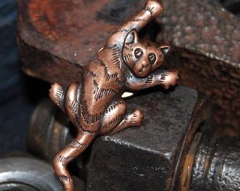 Vintage Copper Toned Climbing JJ Kitty Cat Brooch #BKB-VNTG34
