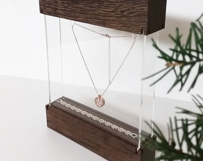 "Jewelry display showcase "" Maxi "" for traveling jewelrydesigners craftshow or shopwindow with engraved diamant pattern"