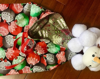 Indoor outdoor snowball fight 10 balls and two storage bag and one special snowman face ball / summer and winter bag