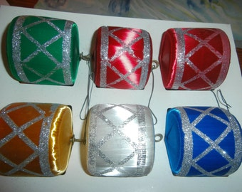 Vintage Christmas tree ornaments unbreakable satin drum decorations lot of 6 in original Pyramid box