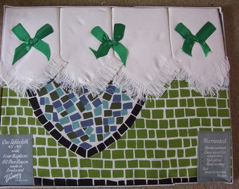 Vintage Irish Rayon Tablecloth & 4 Napkins .Made in Ireland New /old stock