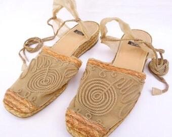 Vintage Stuart Weitzman Wedge Espedrilles Mesh Material Gold/Beige Ankle Lace-Up Sz. 10