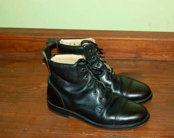 "Men Size 9 Vintage ""GAP"" Leather Lace Up Ankle Boots"