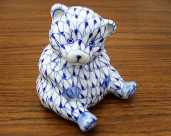 Vintage Blue And White Hand Painted Ceramic Teddy Bear Andrea By Sadek Made In Thailand