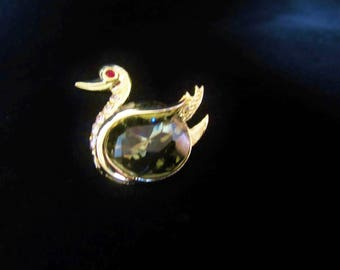 Duck Peridot Brooch - gold tone large faceted olive green stone, mounted in midsection of duck.  Embellished with 5 rhinestones. Great gift!