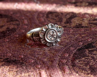 Flower ring with a little bird / silver ring / bird ring / historical ring / historical silver
