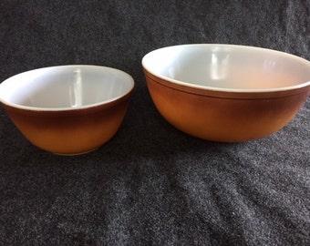 Vintage two-tone brown Pyrex bowls