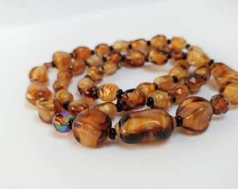 Vintage swirled givre glass beads necklace