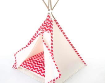 Pet teepee // Red zig zag