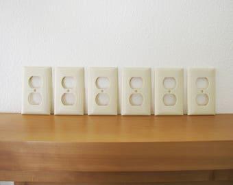 Vintage Set of 6 Bakelite Plastic Duplex Outlet Covers Deco White Ivory Sierra Ribbed