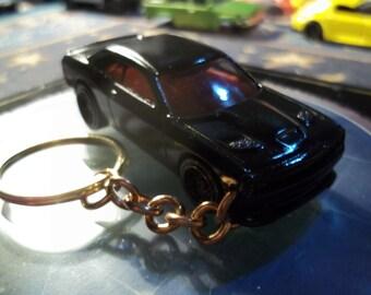 custom made keychain,2015 dodge challenger srt,gloss black w/black mags-mint