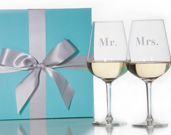 Set Of 2 Mr. and Mrs. Stemmed Wine Glasses / Red Wine Glass / White Wine Glass / Wedding Gift / Couples Gift / Packaged in Gift Box
