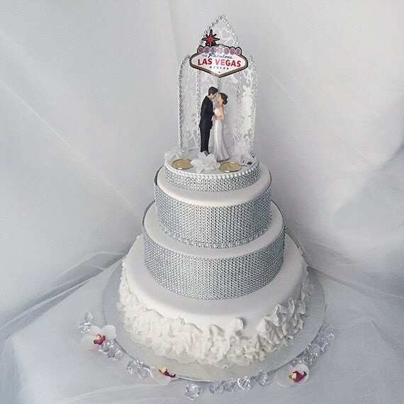 wedding cakes las vegas reviews las vegas wedding wedding cake topper and groom cake 24881
