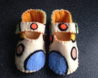 Handfelted multicoloured circle pattern booties.
