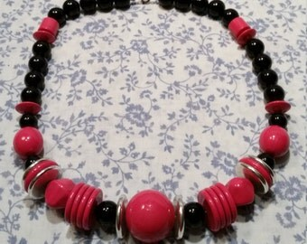 2 FOR 1 - 1980s Chunky Beaded Necklace - Red and Black - 2 FOR 1