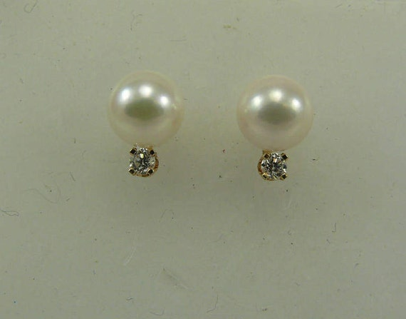 Akoya 7.0 mm Pearl Earrings with 14k Yellow Gold and Diamonds 0.12ct