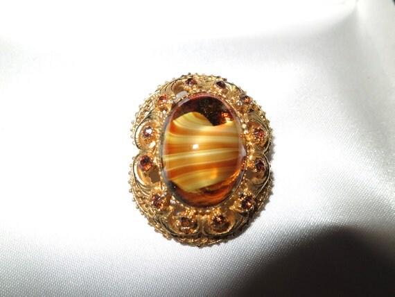 Lovely vintage 1960s Scottish goldtone filigree  banded agate glass brooch