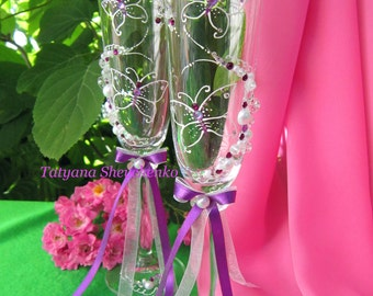 "Personalized wedding glasses ""Butterflies"" in violet color .Wedding glasses in violet color .Wedding glasses with butterflies."