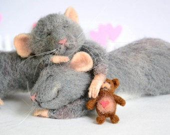 Needle felted mouse MADE TO ORDER Love mice Felted animal Wool felt Sleeping mouse Gift Valentines day Filtz mouse Felt miniature mice