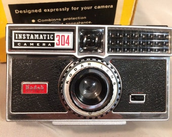 Free Shipping! Vintage Kodak Instamatic 304 Camera Complete With Field Case