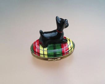 Limoges Porcelain French pill box; French vintage trinket box; Scottie dog box; Black Scottie dog; Vintage box; Hand painted box; Gift idea