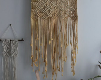 Wall hanging in macrame, naturally dyed