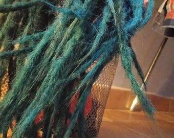 DE, hooked dreadlocks black->green blue