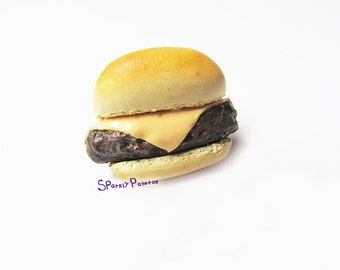 Polymer Clay Cheeseburger Brooch, Burger Pin, Realistic Food,Polymer Clay Pin, Bag Pin, Jacket Brooch,  Polymer Clay Cheeseburger, Brooch,