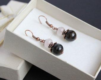 Elegant quartz earrings Dangle rose quartz earrings Simple gemstone earrings Copper pink earrings Healing quartz earrings Pink gray earrings