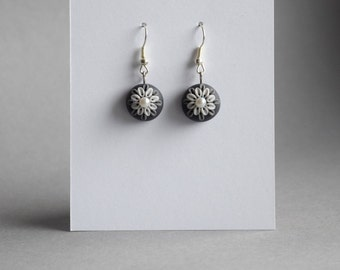 handmade earrings made from polymer clay - black/grey flower