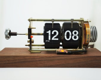 Vintage Flip Clock (Walnut)