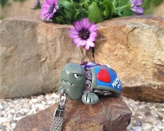 "Keychain turtle green ""I love you MOM"" is made of polymer clay."