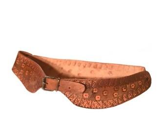 Ladies Brown Tooled Leather Belt-Vintage 1970's