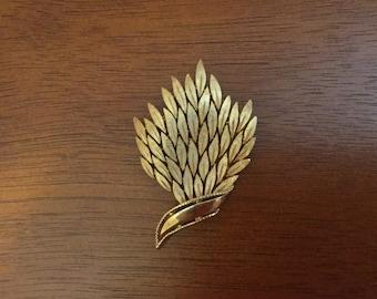 Trifari gold tone leaves brooch