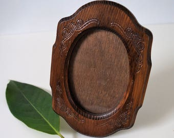 small vintage oval wooden picture frame - small vintage picture frame - mother's day gift - carved wood picture frame - gallery wall frame
