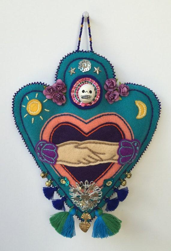 Colgante Talismán de fieltro había bordada a mano. Talismán, mágico, costura, abalorios, uno de una clase decoración hogar