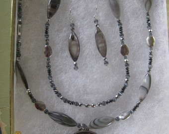 Silver-Gray Mother-of-Pearl Necklace With Pendant and Earrings