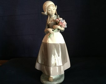 """Rare Lladro """"Ingrid"""" figurine #5065 MINT condition Dutch girl with tulips"""