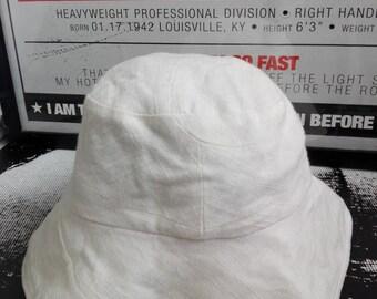 Kenzo white bucket hat/used